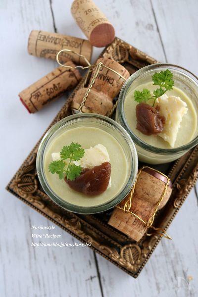 焼いてとろんとした茄子をムースに。上にはナチュラルチーズを添えて。ブルーチーズや白カビを。マロンペーストも合います。スパークリングワインと一緒に、簡単なオシャレ前菜。