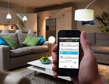 O έλεγχος του φωτισμού του σπιτιού από το κινητό και το laptop, είναι μια καλή ιδέα και προωθείται πλέον με την κυκλοφορία των έξυπνων λαμπτήρων LED υψηλής τεχνολογίας της Philips, με την ονομασία Hue. Οι