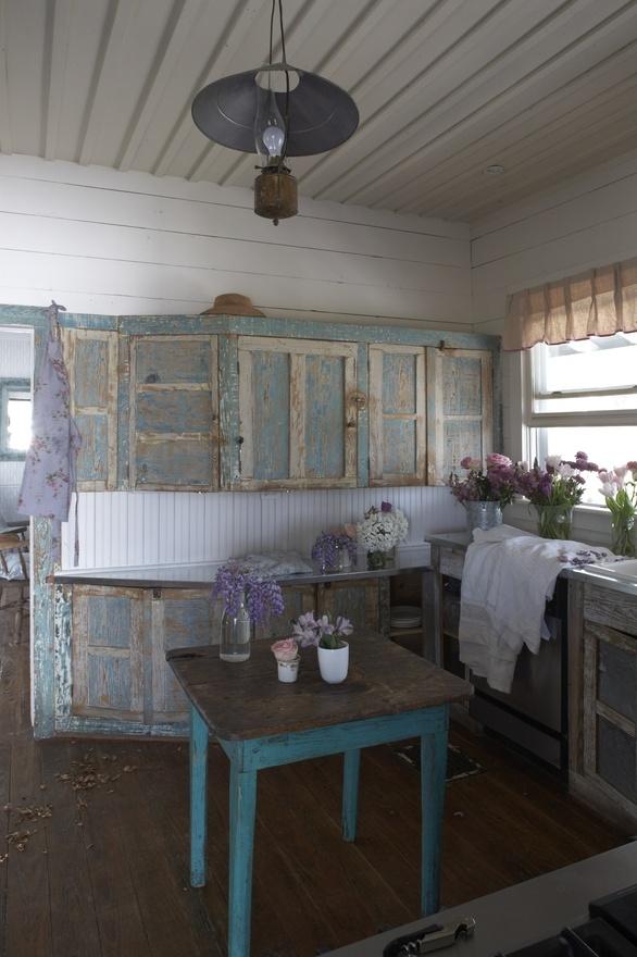 LILIPUT LODGE KITCHEN the-prairie-by-rachel-ashwell