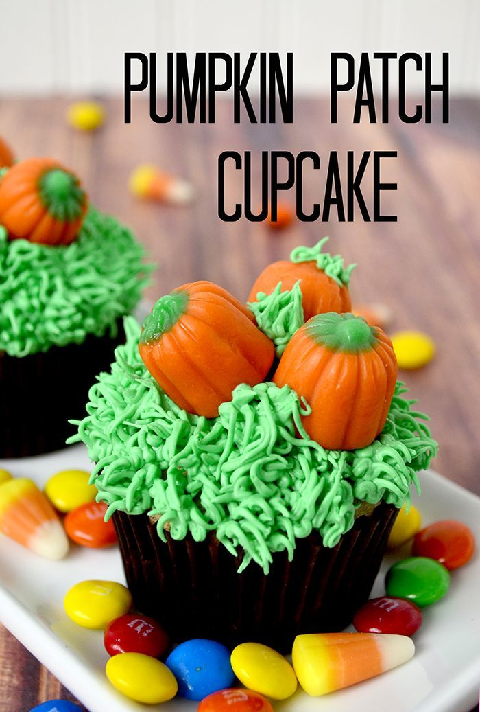 Check out this super easy Pumpkin Patch cupcake decorating tutorial at Pinkcakeplate.com! #cupcake