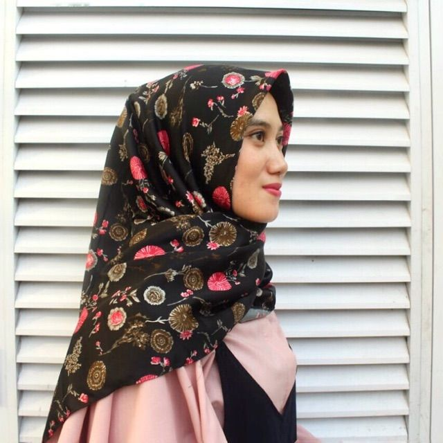 Saya menjual Hijab Segi Empat seharga Rp55.000. Dapatkan produk ini hanya di Shopee! https://shopee.co.id/veils/400810634 #ShopeeID