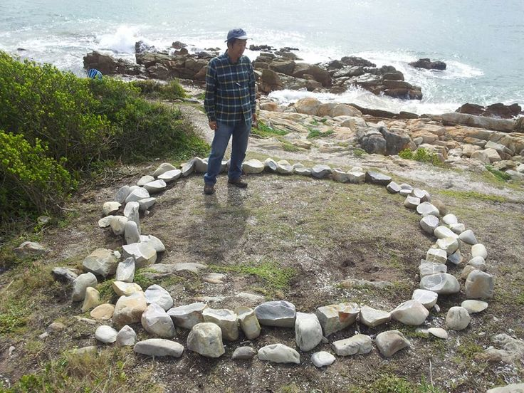FACEBOOK. 15 Aug Chris Reinders (photo). 'The Tales of Waves' by Won-Gil Jeon, on Lookout Beach in Plettenberg Bay. Made of stones he broke with a hammer, he placed the stones in a circle to symbolise connectivity and encourage people to look at nature with different eyes. A continuous wave in halved rocks. Humans need to open their eyes and minds to nature and to finding sustainable solutions to ecological problems.  Site_Specific #LandArtBiennale. #LandArt