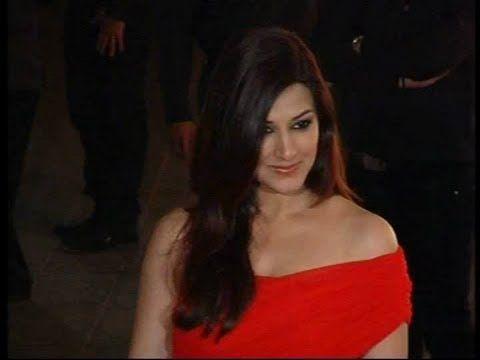 Sonali Bendre hot in red at Karan Johar's birthday party.
