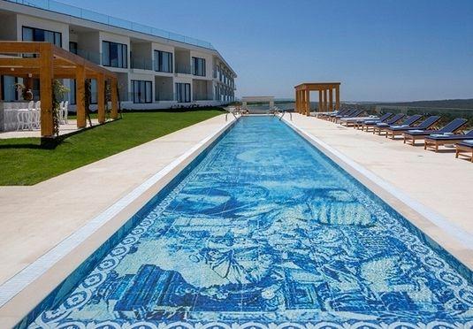 Eklektisches Designhotel mit Pools, Design-Spa, Gourmetküche