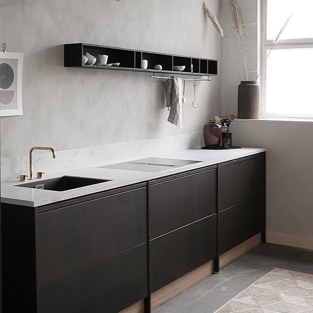 Absolutely love this kitchen from @askogeng, and can't wait to my own is delivered. Now I just have to decide on the right color for the walls to go with it.. the first one turned out way to dark and some repainting is up next. #renovations #kitchen #askogeng