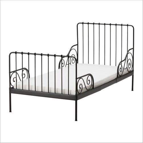 « Ce lit, un classique de chez IKEA , reste mon favori de leur collection. » Lit évolutif 106,50€  http://www.babayaga-magazine.com/les-indispensables/