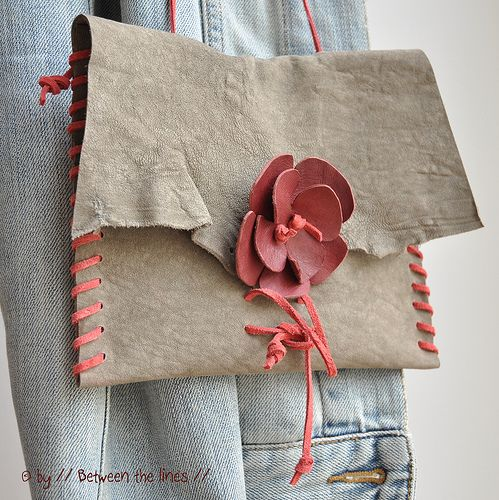 Leather flower DIY instructions: Leather Flowers, Bags Tutorials, Bags Patterns, Pur Tutorials, Flowers Power, Flower Power, Leather Bags, Leather Purses, Flowers Tutorials