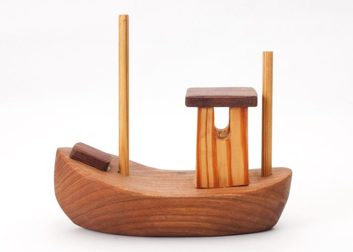 Håndlavet træskib - Tinga Tango Designbutik. Interiørbutik - Interior - Children - Børn - Toys - Legetøj - Brugskunst - Design - Kunst - Webshop - Billig fragt - spil - games - Djeco - Janod - Sebra - Esthex