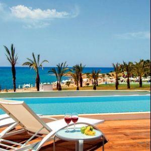 King Evelthon Beach Hotel - A King Evelthon Beach Hotel közvetlenül a tengerparton, hatalmas parkosított területen található. Paphos városközpontja 5 kilométerre található. A szállodához saját csúszdapark tatozik. Ideális választás pároknak, családoknak, és nászutasoknak is egy felejthetetlen ciprusi nyaraláshoz.