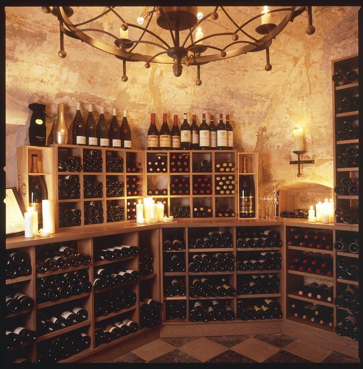 Elegante wijnen maken uw diner compleet. Onze schatten uit de wijnkelder vindt u terug op onze uitgebreide wijnkaart met maar liefst 200 wijnen.
