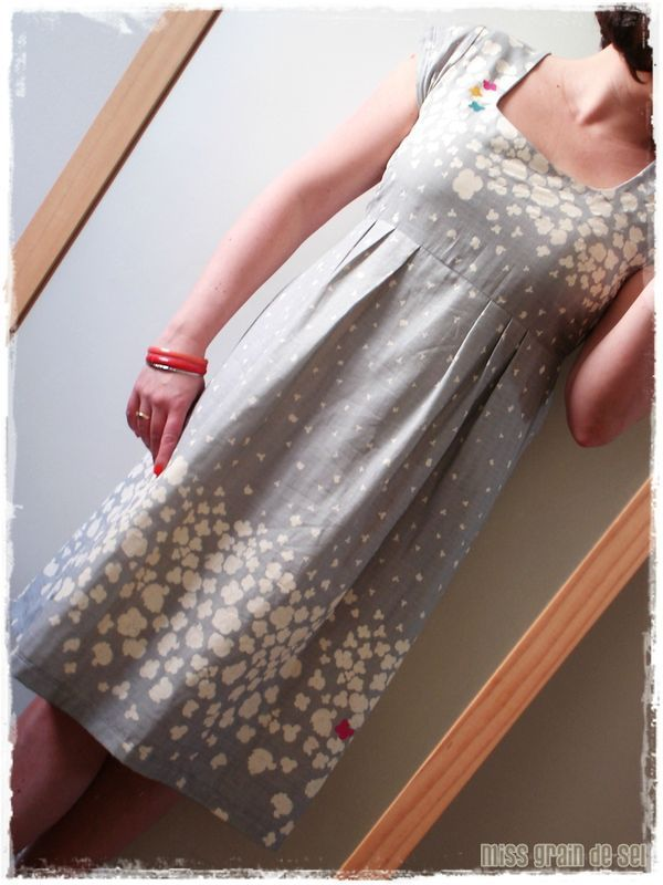Super cute washi dress. With a different neckline.  ::sigh:: The blog is not in english