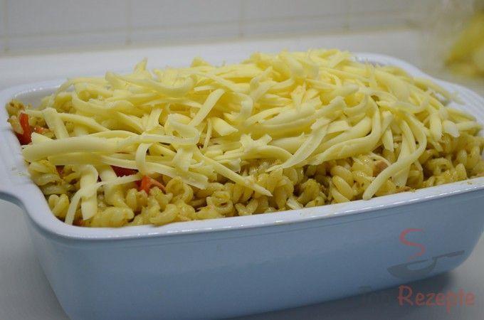 Nudelauflauf mit Thunfisch, Pesto und Cherry-Tomaten | Top-Rezepte.de