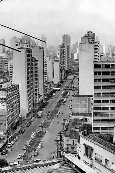 Rua Amaral Gurgel, antes da construção do elevado Costa e Silva (Minhocão). Entre as décadas de 1950 e 1960.