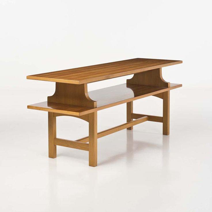 Josef Frank (1885-1967)  Modèle n° 2117  Console  Noyer et chêne  Edition Svenskt Tenn  Date de création : 1951  H 75 × L 180 × P 54,5 cm
