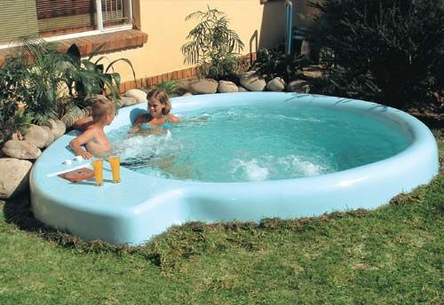 Small backyard inexpensive pool roselawnlutheran for Cheap swimming pools above ground