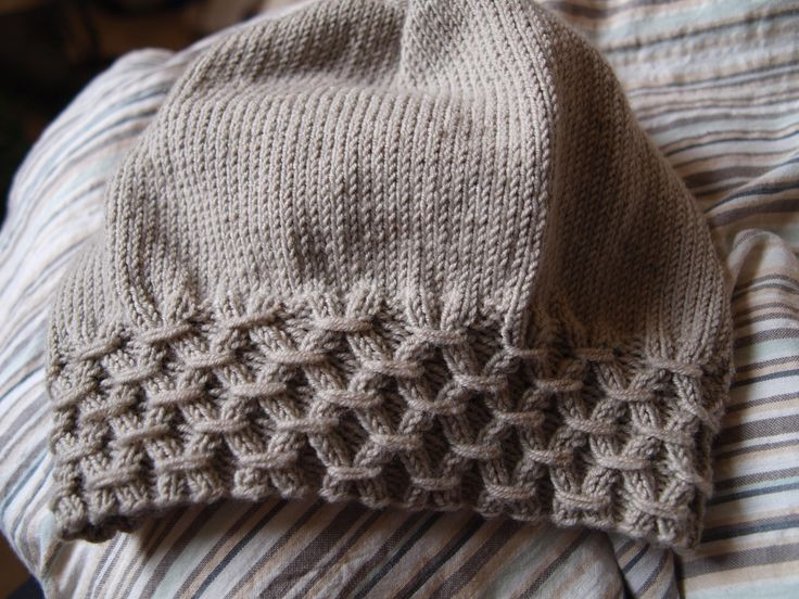 Now there's an idea for a hatband: Beautiful Stitch on the Cap border: Free Elvira Hat Pattern