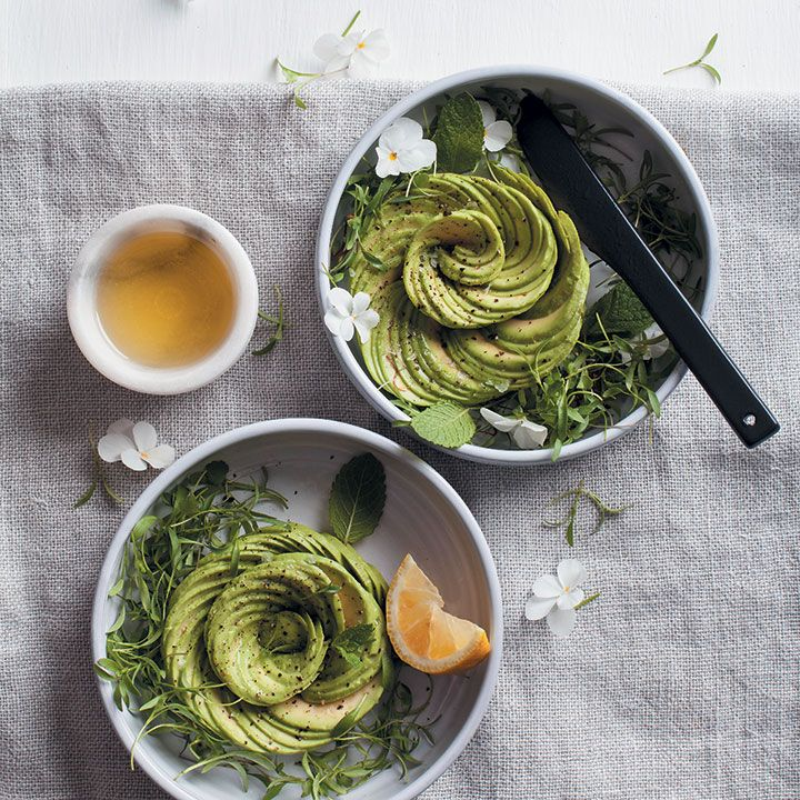 How to make avo roses - a step-by-step guide WITH VIDEO! Click here for more!
