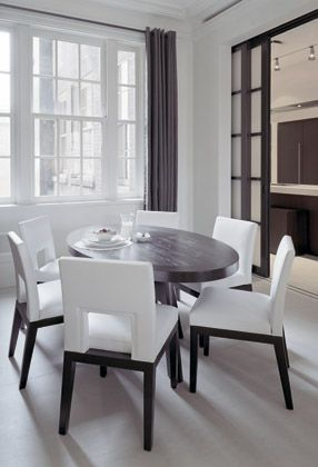 FIFTH AVENUE APARTMENT | An extraordinary idea by Piet Boon. For more inspirations, visit our blog!  #pietboon #designinspiration #modernchairsideas #moderndesign #chairdesign #interiordesign #designhouse #curateddesign #furnituredesign #diningroomdecor #diningroomideas #moderndiningroom #diningroomchairs