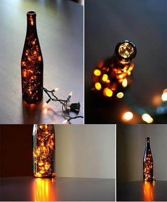 una botella de vidrio, un juego de luces de navidad, un rincon, una noche con amigos...todo resuelto