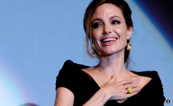 Angelina Jolie Pasang Implan Payudara Setelah Masektomi | Top Info Terbaru