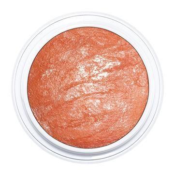 Esse blush pêssego com efeito iluminador é lindo. O da foto é o Make B. Mineral Blush – Boticario