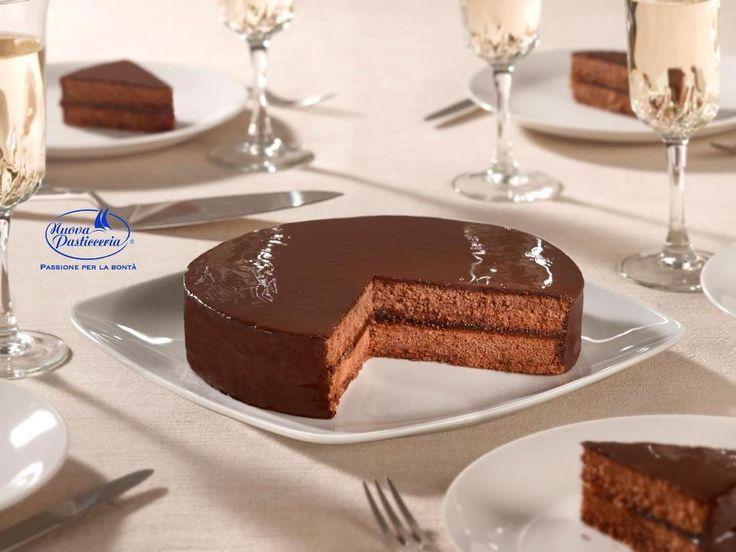 Ripinnate se anche voi vorreste cominciare la settimana con questa deliziosa #torta #sacher!  #NuovaPasticceria #Pasticceria #onlineshop #cakes