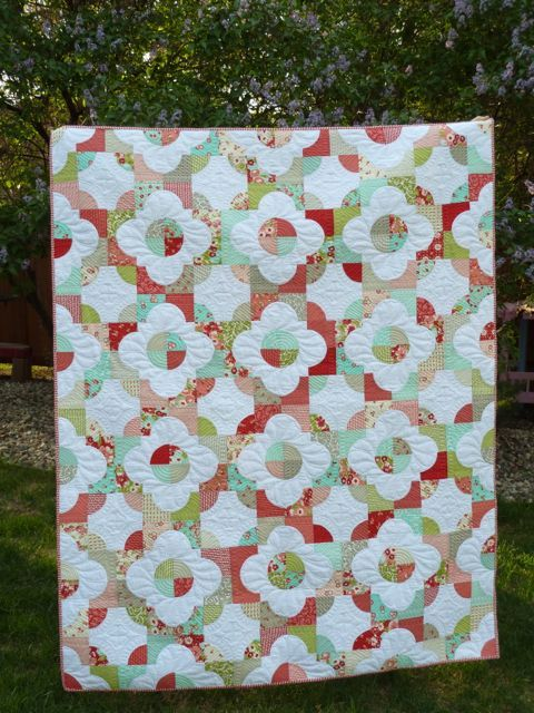 Drunkard's Path #QuiltWhite Flower, Obsession Crafts, Quilt Festivals, Longarm Quilt And, Beautiful Quilt, Paths Quilt, Drunkards Paths, Bloggers Quilt, Crafts Disorder