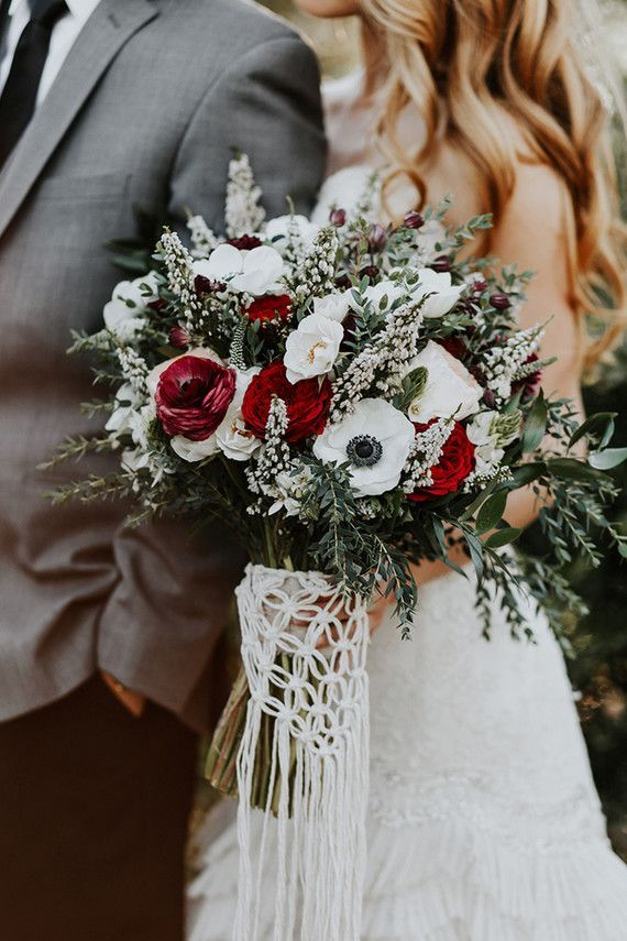 Bohiemian fall wedding inspiration | Macrame Bouquet by TheLittleAvocado.com | Wedding & Party Ideas | 100 Layer Cake