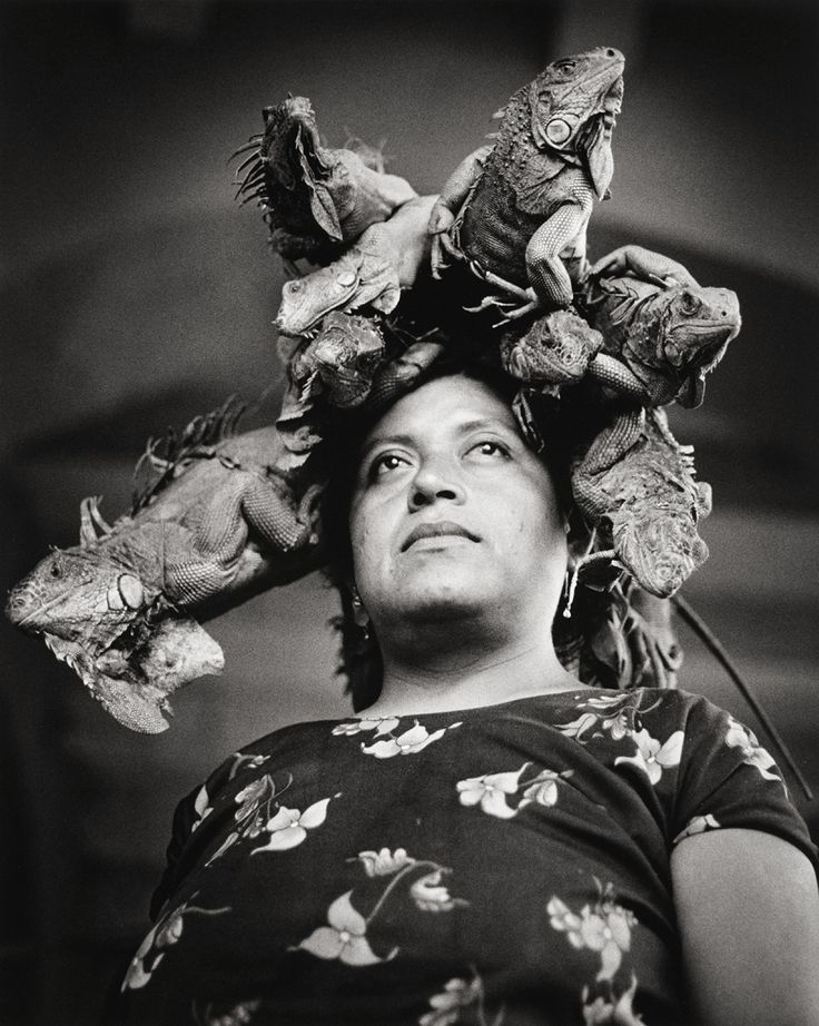 Nuestra Senora de las Iguanas, Juchitan, Oaxaca, Mexico photo by Graciela Iturbide, 1996