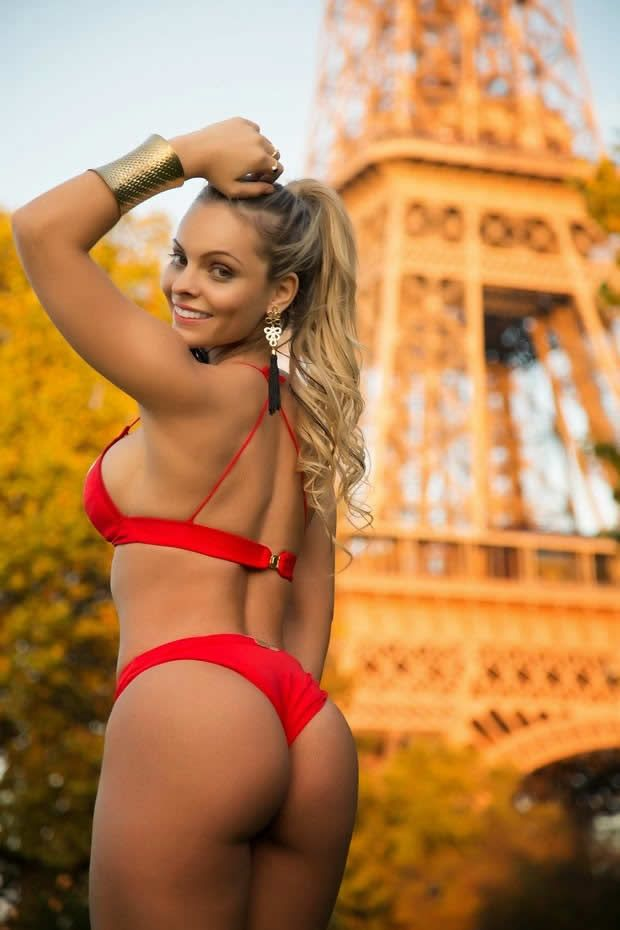 Naked girl in paris