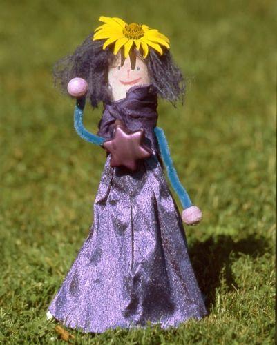 Kindertapeten F?r M?dchen : Kostenlose Bastelvorlage f?r M?dchen: Prinzessin Lila zum Basteln