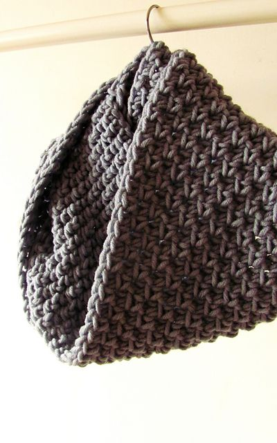 • Original stitch used for this cowl reminds linen stitch in knitting. This stitch is looser than regular sc and it creates rich textured fabric, which is soft and comfortable to wear.