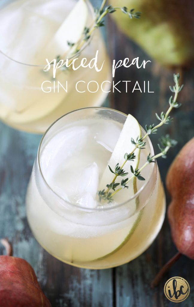 Spiced Pear Gin Cocktail is the perfect signature cocktail for Thanksgiving or any fall celebration. #fall #cocktail #recipe #pear