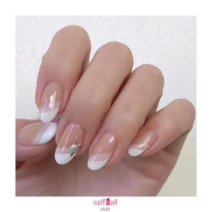 """Gefällt 1,164 Mal, 4 Kommentare - セルフネイル部 公式アカウント (@selfnail.club) auf Instagram: """"(@miki_6021)さんの、 「ホワイト2色のダブルフレンチ❄️」を紹介します . 〜やり方〜 セミシアーのピンクを一度ぬりして自爪の色を補正。 ↓…"""""""