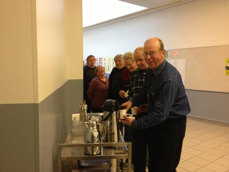 Kahvijono Lemin kuntakarusellissa.