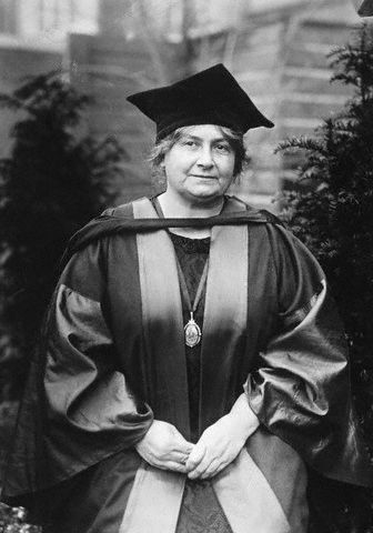 MARIA MONTESSORI - (1870-1952) femme médecin et une pédagogue italienne. La pédagogie Montessori est une méthode d'éducation créée en 1907 par Maria Montessori. Sa pédagogie repose sur l'éducation sensorielle et kinesthésique de l'enfant