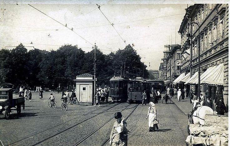 Pohjois-Esplanadi ja kauppatori, Helsinki 1920-luku. Market place via Pohjois-Esplanade, Helsinki 1920's