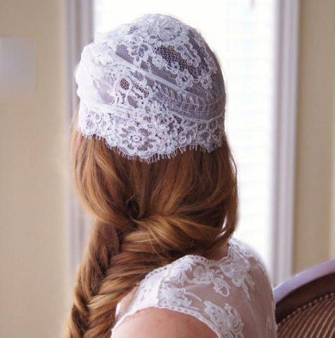 Vintage lace bridal cap with pearls and crystals ~~ 21 bridal hair accessories for minimalistic and elegant wedding hairstyle #curlyweddinghair