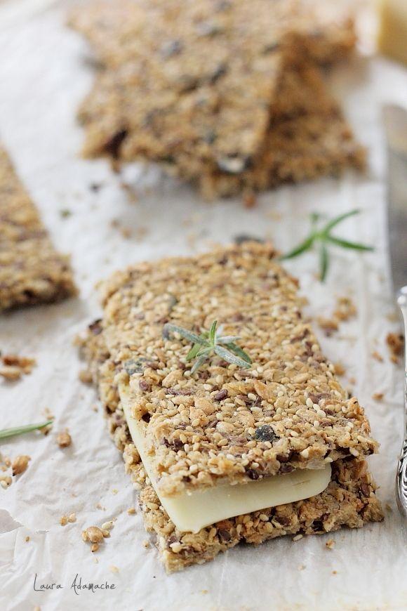 Paine crocanta wasa cu seminte reteta. Reteta de paine crocanta cu seminte de floarea soarelui, seminte de dovleac, in si susan.