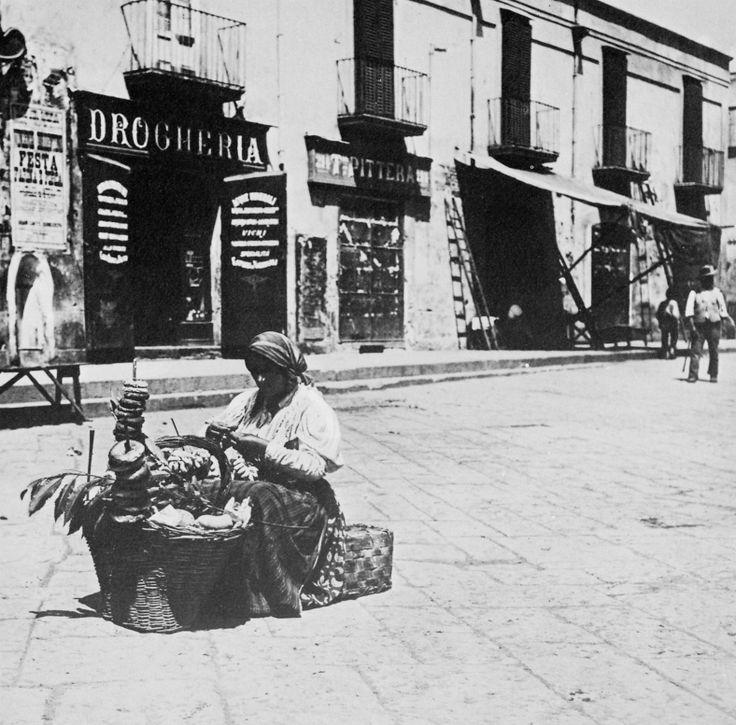 Donna, venditrice ambulante (focacce?). Napoli dei Fratelli Alinari.