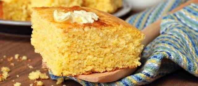 * Maisbrood *Hoewel cornbread oorspronkelijk uit het zuiden komt, is het in heel Amerika populair. Niet alleen wordt het bij de warme maaltijd geserveerd om de...