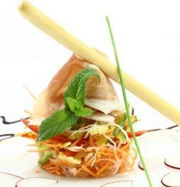 Tartare de coleslaw sauce douce. Joliment dressé,le coleslaw sauce douce Bonduelle apporte un côté gastro à votre assiette !  La recette ici : http://www.bonduelle.fr/recettes/tartare-de-coleslaw-sauce-douce #SurprenezVous et #regalez vous avec #Bonduelle #recettes #cuisine #food #recipes #cooking #vegetables #tartare
