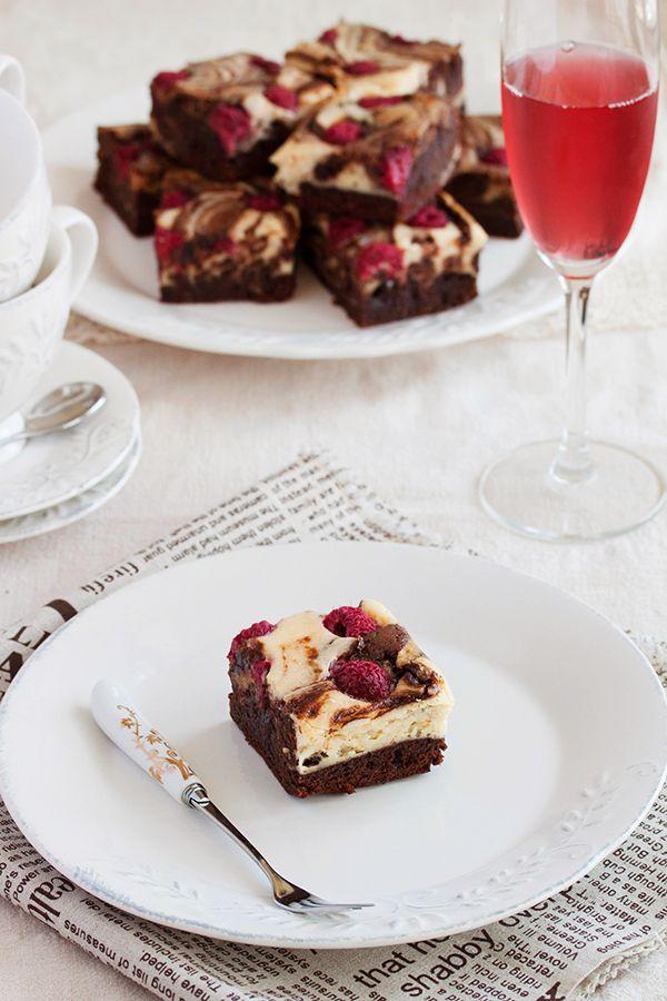 Cheesecake raspberry brownies