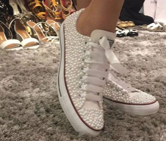 """Parece um tênis comum, mas não é: veja o calçado de """"pérolas"""" de Ana Hickmann"""