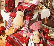Kissen nähen: Schön kuschelig warm wird's mit den beiden Elch-Kissen; das kleine kann man auch als Kirschkernkissen verwenden. Wir zeigen Ihnen, wie Sie die Kissen nähen.
