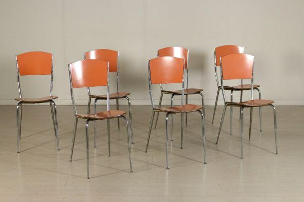 Gruppo di sette sedie; legno ricoperto in formica, metallo cromato. Buone condizioni, presentano piccoli segni di usura.
