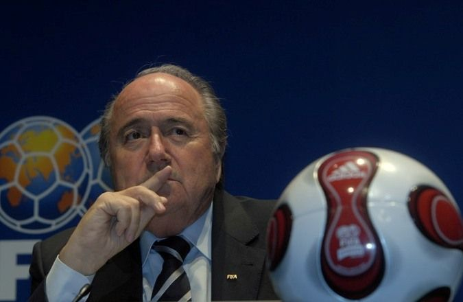 Rusia Bakal Undang Blatter dan Platini Saksikan Piala Dunia 2018 : Presiden badan sepak bola dunia Sepp Blatter dan kepala sepak bola Eropa Michel Platini akan diundang untuk menyaksikan Piala Dunia 2018 di Rusia. Hal itu dikatakan Men