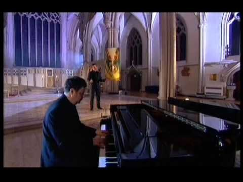 """Russell Watson sings """"You Raise Me Up""""   ...   the full version"""