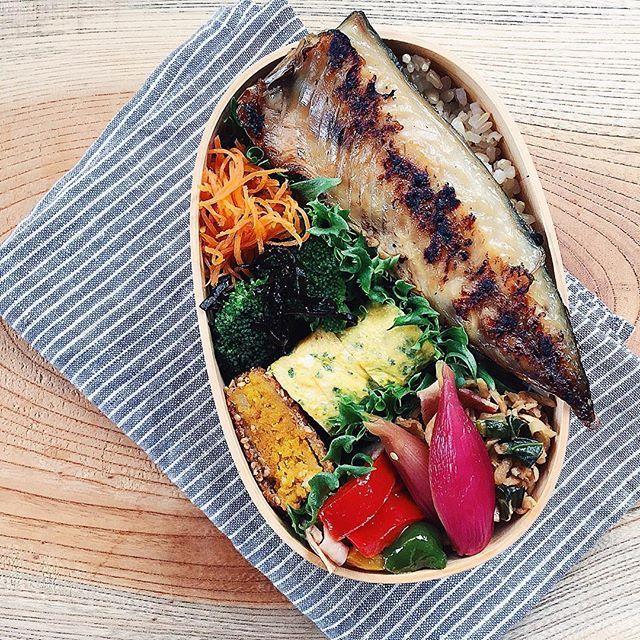tami_73 on Instagram pinned by myThings ˘̈ さばのみりん干し焼きおべん*ϋ* ˘̈ 昨日の土鍋買いました〜のpostでコメントの多かった包丁をくっつけてたやつは、IKEAのものです☺︎︎ 無印でも買い物したりするんですね、ともコメントがありましたが、もちろんです〜‼︎無印、IKEA、ニトリ……どこでも行きます☺︎︎ ˘̈ がんばれ水曜日〜ꉂ∖ꇎ͡∕∖ꇎ∕  #tami弁 #ちなみに #蓋はちゃんと閉まります