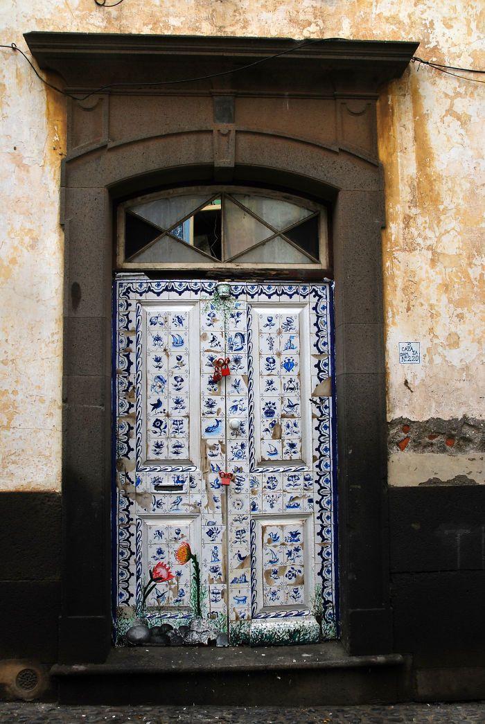 Madeira 2012 - Funchal Art on Doors Project via boredpanda.org